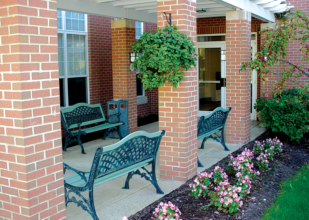 Murrysville entrance and park benches